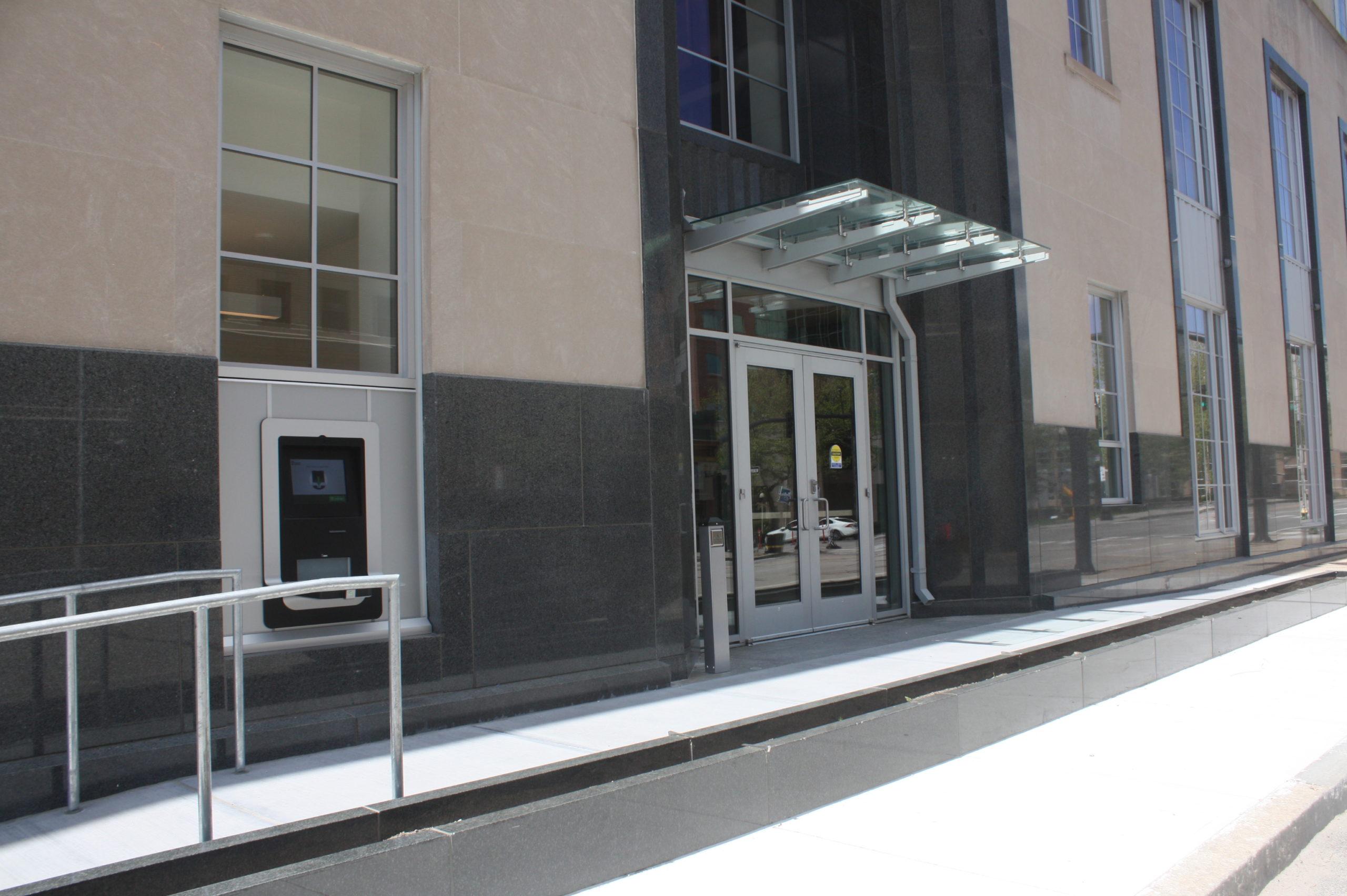 PL Empire St Entrance